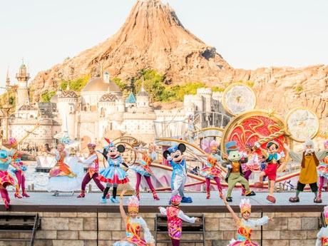 「クリスタル・ウィッシュ・ジャーニー」(※写真は現在公演中のクリスタル・ウィッシュ・ジャーニー)(C)Disney