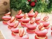 ヒルトン東京ベイでイチゴ畑イメージのデザートビュッフェ イチゴ味のチョコレートファウンテンも
