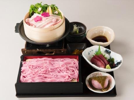 春野菜のセイロとそばに桜の香り付けをした「黒豚と春野菜のセイロ蒸しと 桜そばのセット」(1,720円・産直鮮魚 魚米屋)