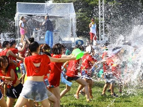 水掛け祭りと野外フェスが融合した「Fun!Fun!!Splash!!!」