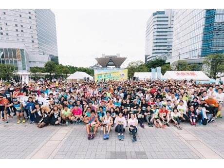 総勢958人の親子やチームが参加(© 東京マラソン財団)