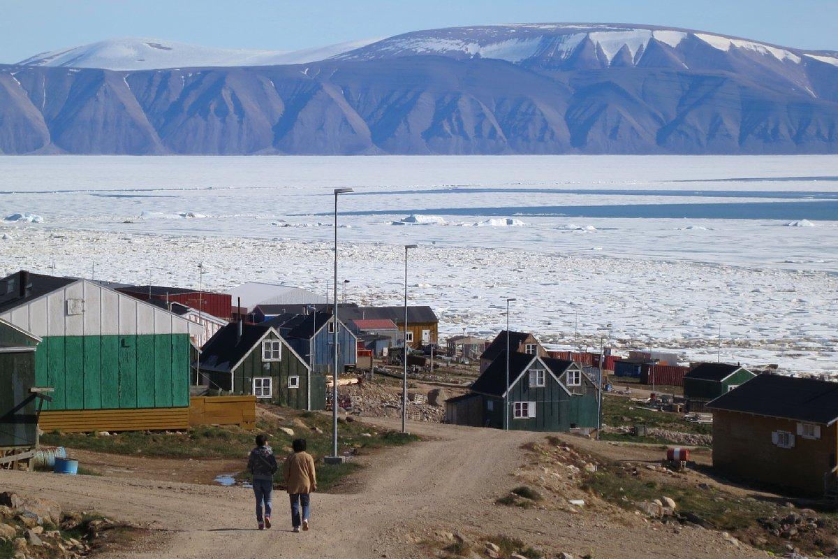 グリーンランド北西部の村カナック(撮影:杉山慎)