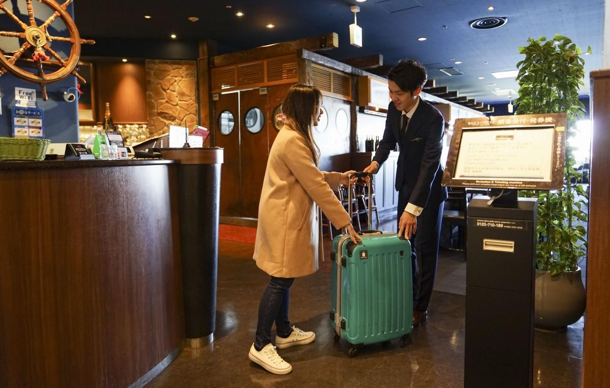 お台場のレストランで荷物一時預かりサービス インバウンド需要見込み導入