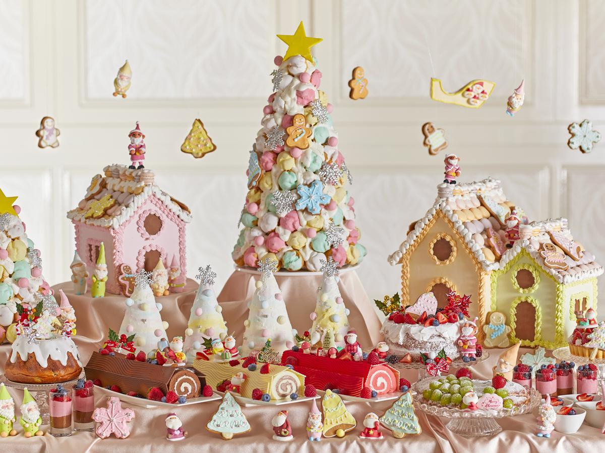 クロカンブッシュやお菓子の家などパステルカラーで統一されたスイーツ