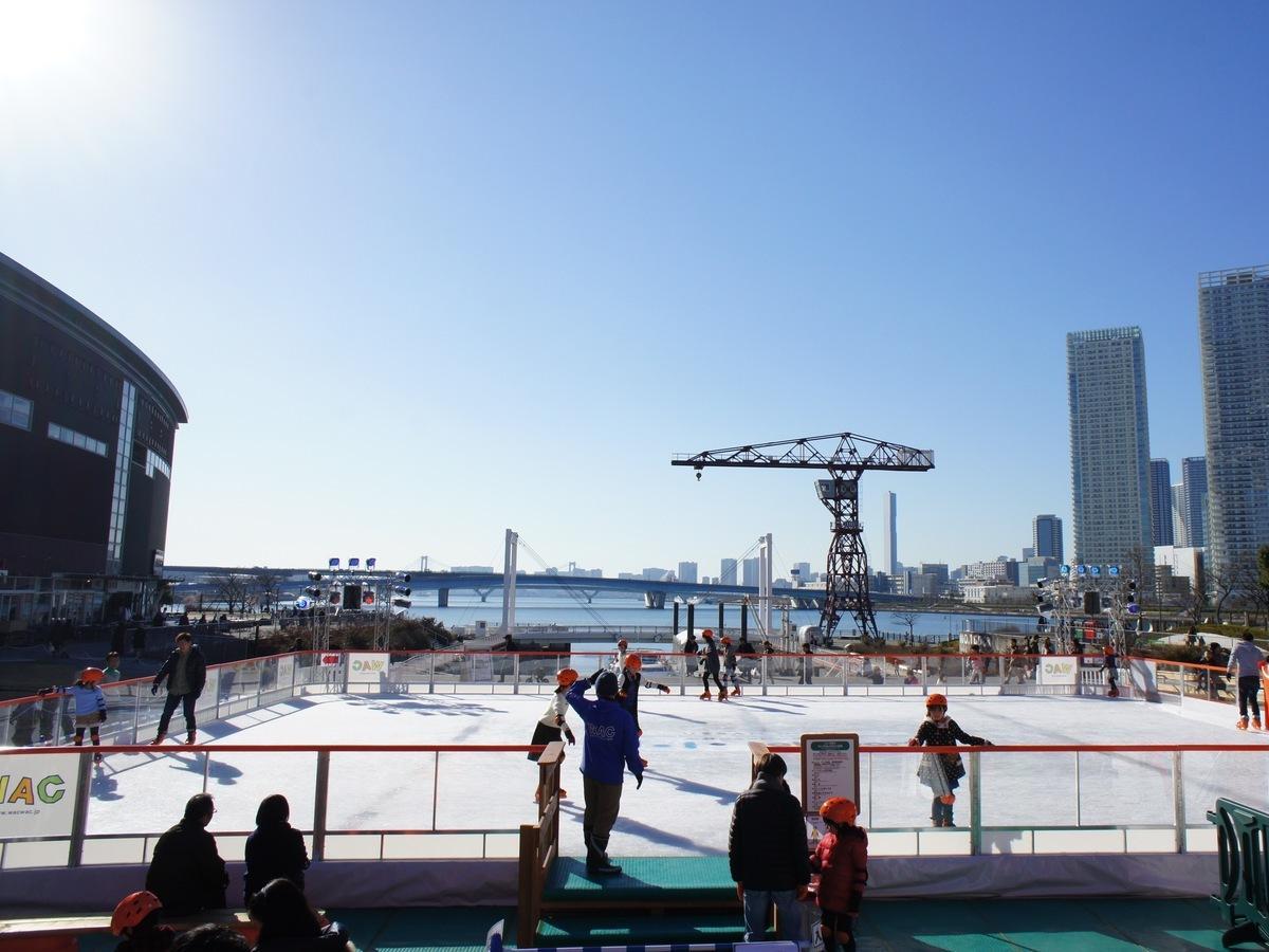 「Sea Sideアイススケートリンク」の昼の様子