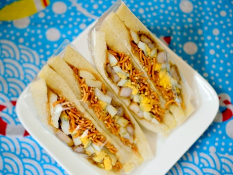 見た目も味わいも斬新な「冷やし中華サンド」