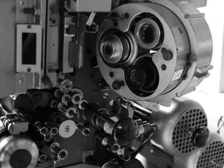 フォルツァの映写機を撮影したポストカード