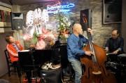 富山の老舗ジャズ・バーが移転 初日はライブ演奏も