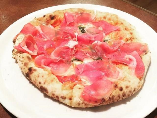 黒部にピザ新店 ナポリ伝統のまき窯焼きで提供