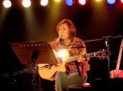 富山のカフェでシンガーソングライター・茶木みやこさんライブ