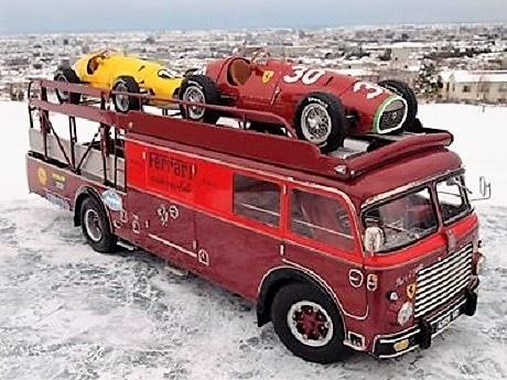チーム・フェラーリの1957年製トランスポーター「フィアット 642 RN2」