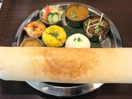 南インドのクレープやドーナツが入った「インディアンセット」