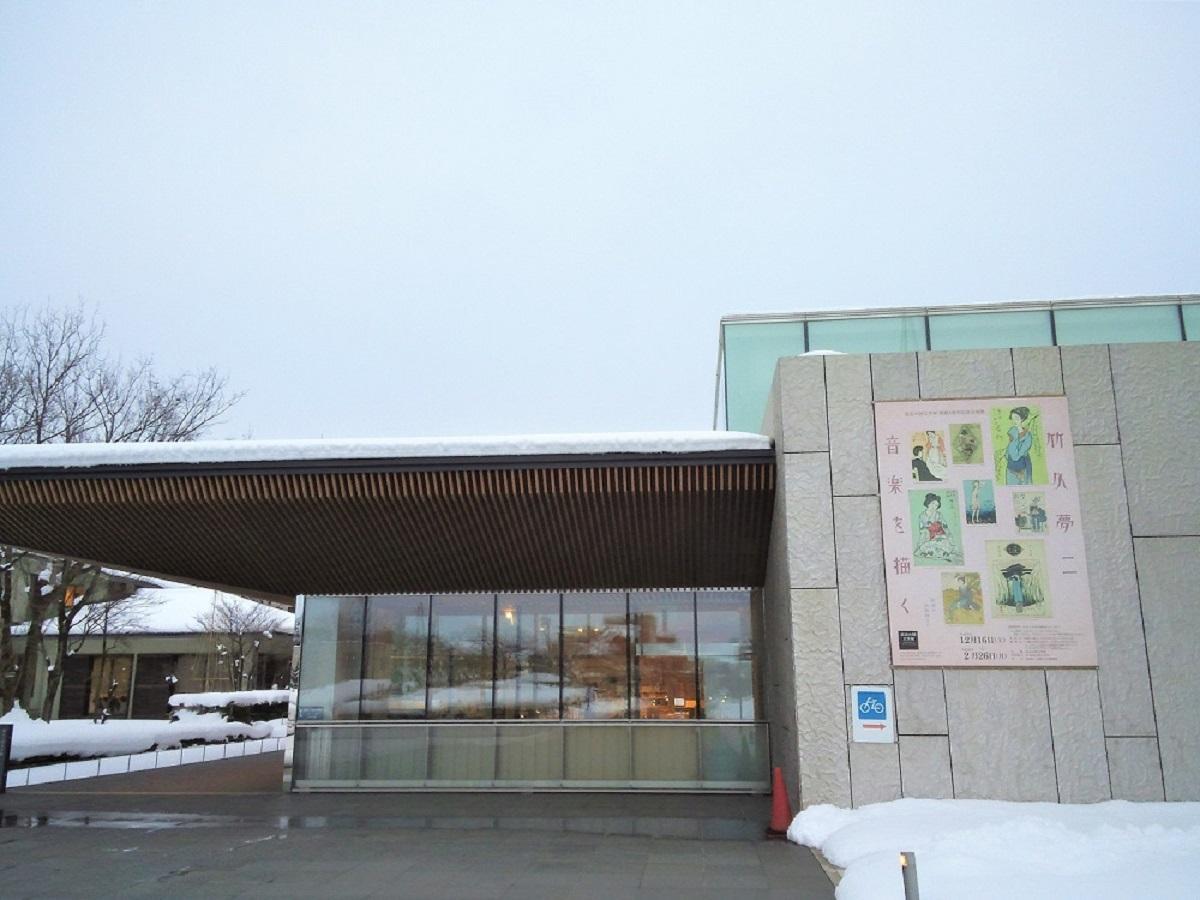 「高志の国文学館」の外観