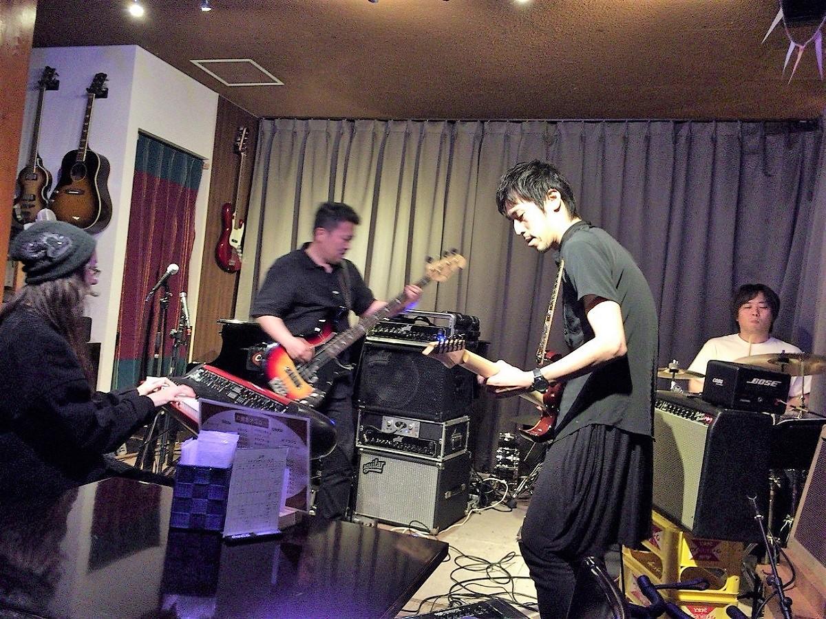 南砺市出身のメンバーを中心に構成されたバンド「Rain」