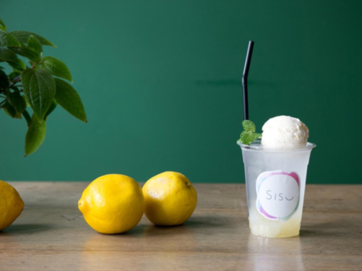 レモンアイスがのった「レモンクリームソーダ」