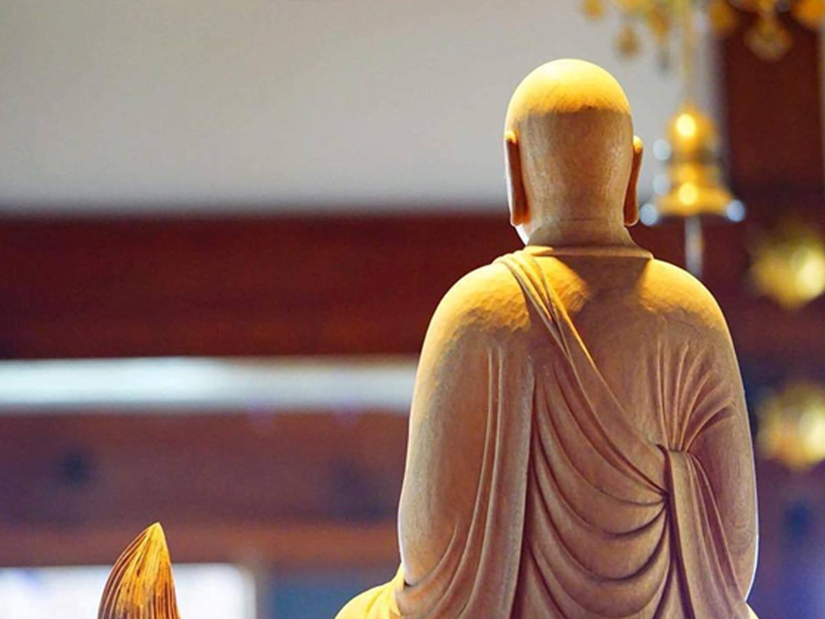 「プチいす座禅」と「食べる禅」による禅体験