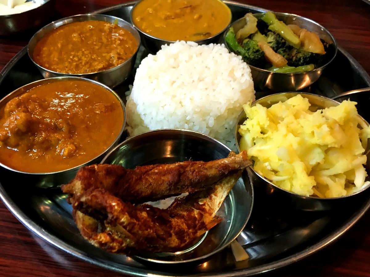 6種類のおかずが付いた「バングラデシュセット」
