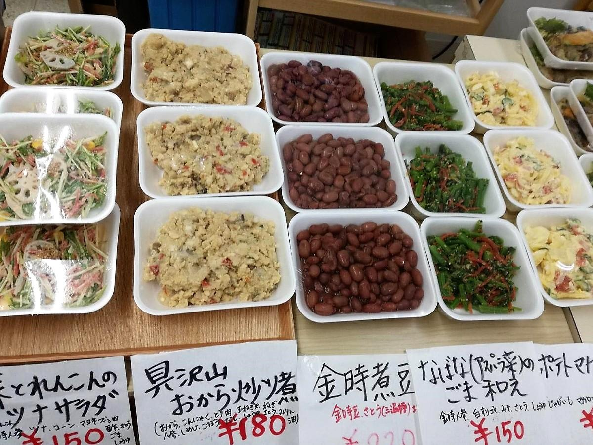 店頭に並ぶ総菜