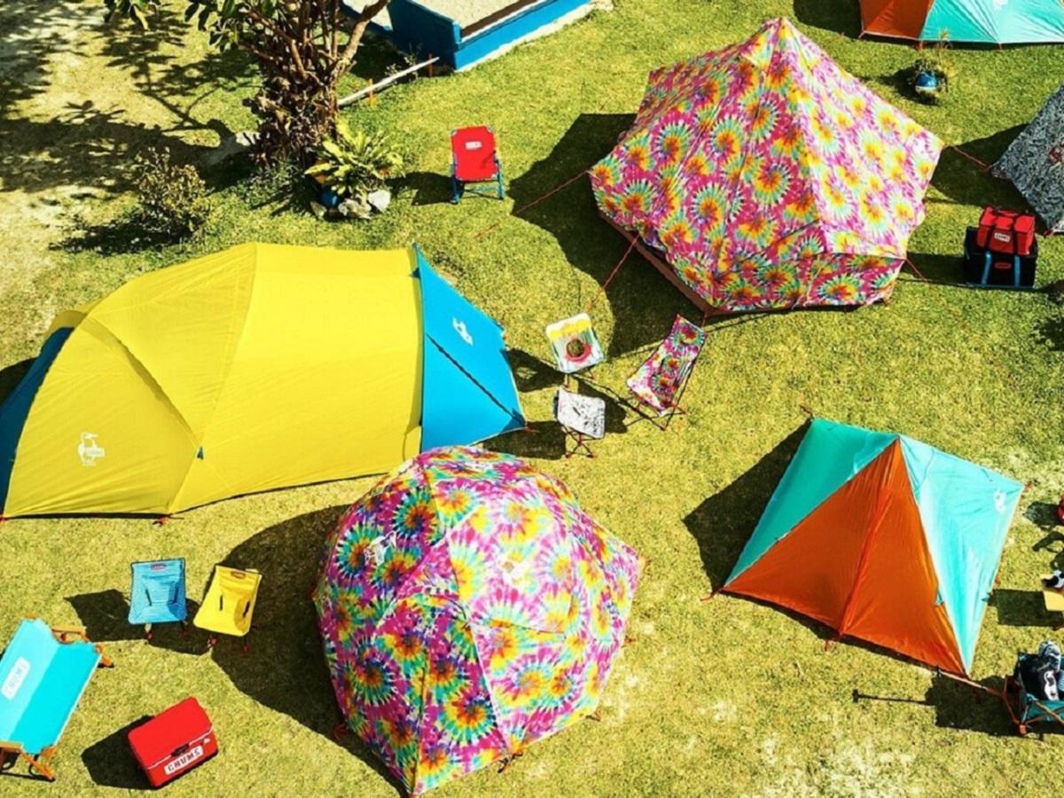 キャンプ場の一角にはさまざまなテントを展示する