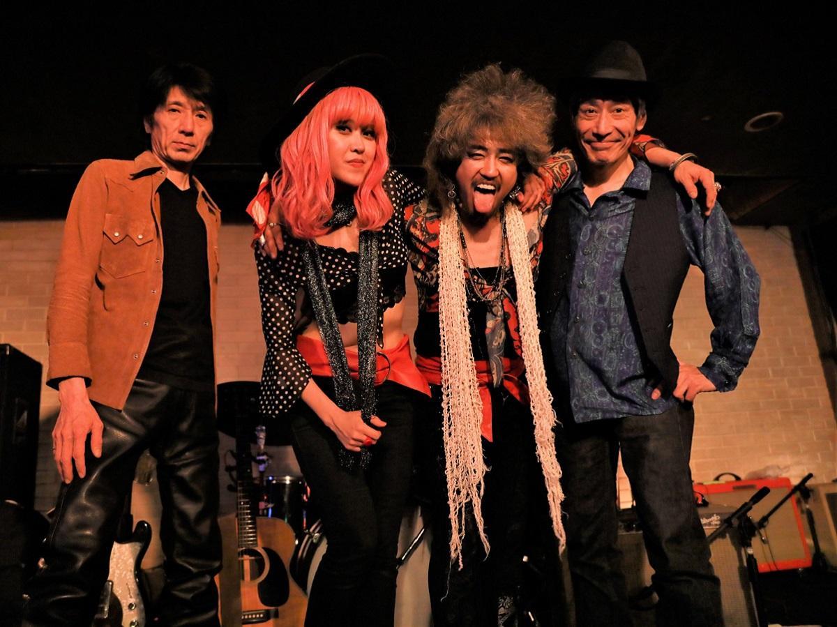 左から岡本さん、Chihanaさん、カラスさん、宮坂さん
