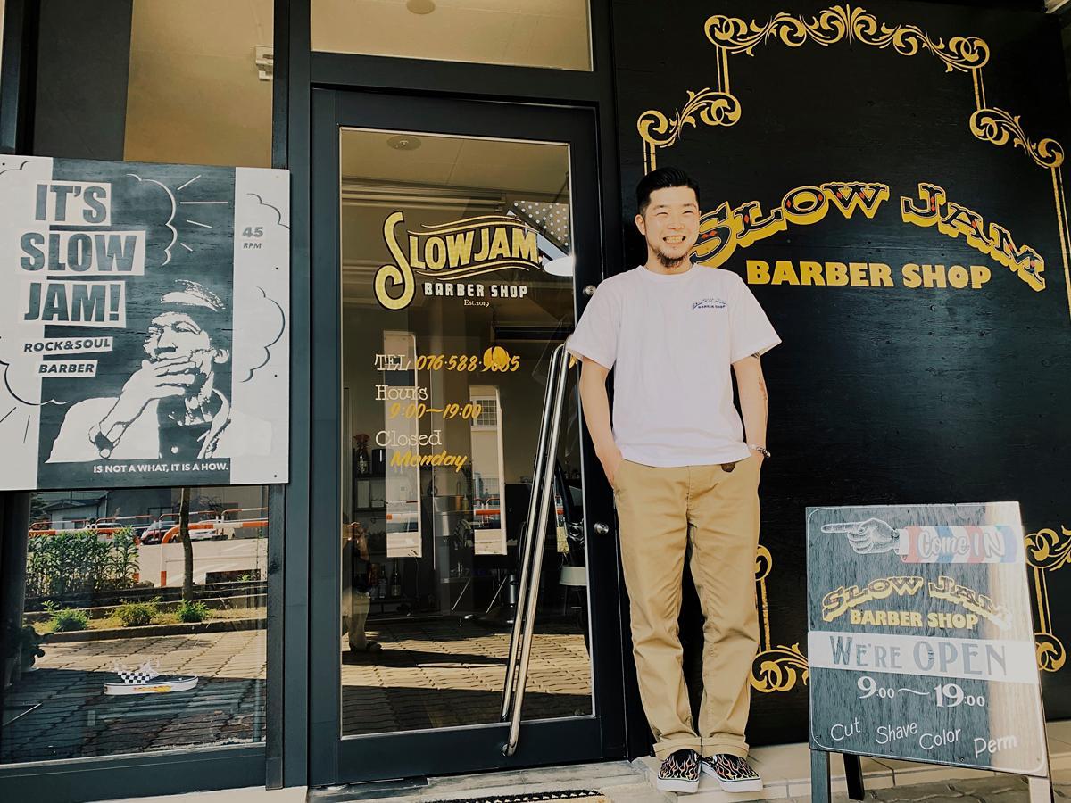 ロックステディーの代表的シンガー、アルトン・エリスのグラフィックがインパクトある店舗入り口
