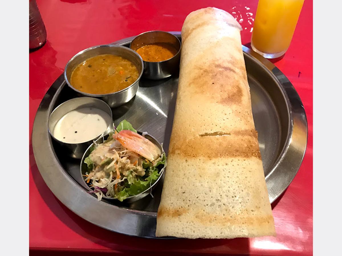 豆粉で作った南インドのクレープが付いた「南インドドーサセット」