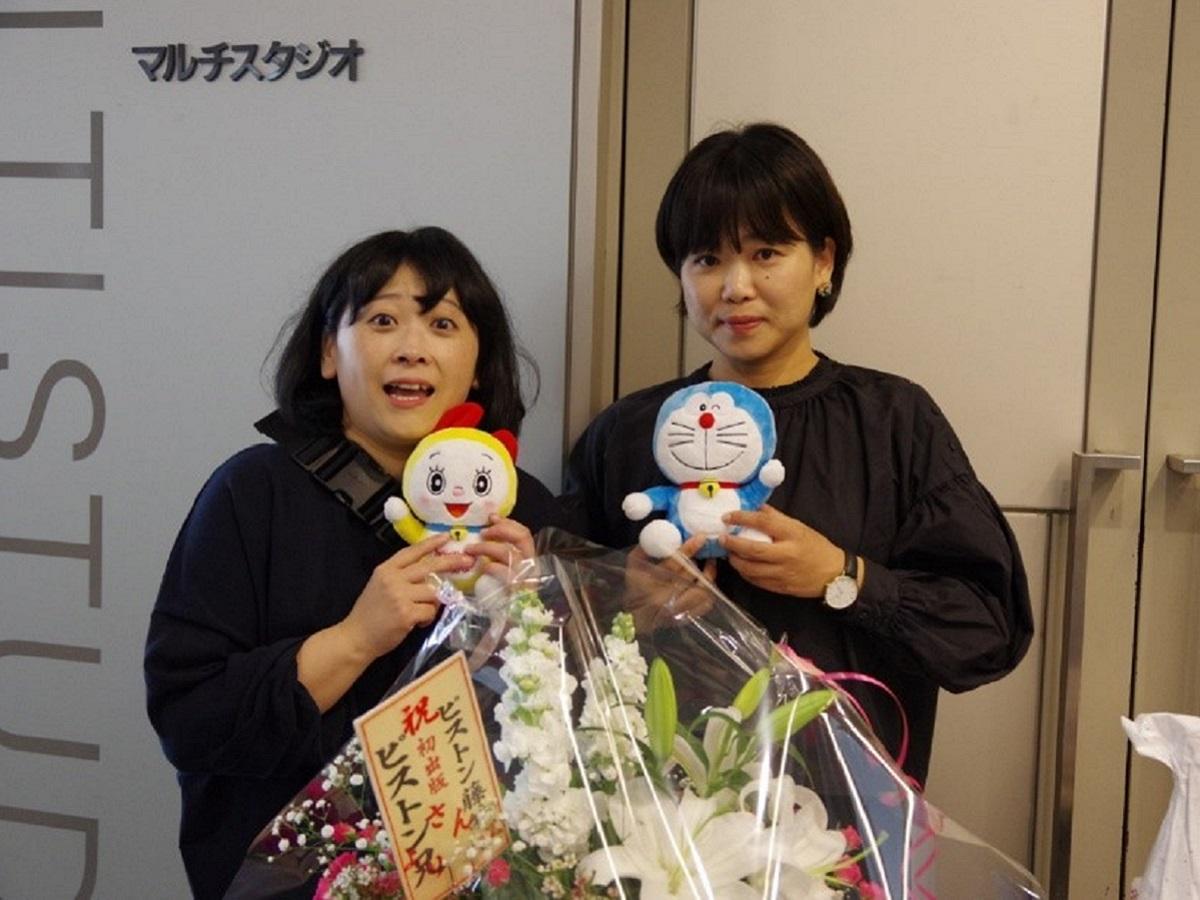 トークショーを終えた著者の藤井(左)さんと里山社の清田さん