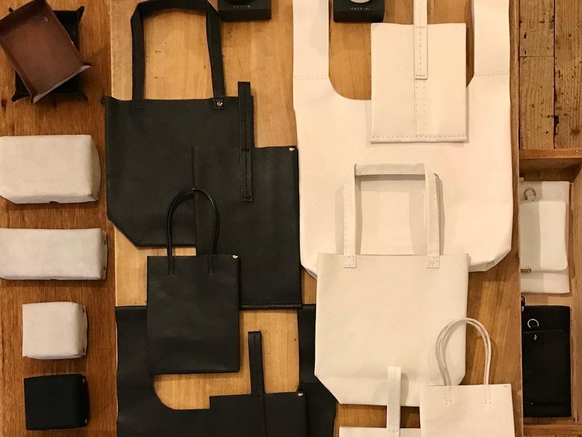 シンプルで使いやすいモノトーンのバックと小物