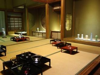 富山・黒部の善巧寺で民芸と仏教の関わりテーマの展示会 対談、演奏会も