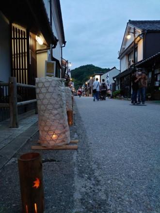 「たんころりんと竹あかりのキャンドルナイト」 足助の町並みを幻想的にともす