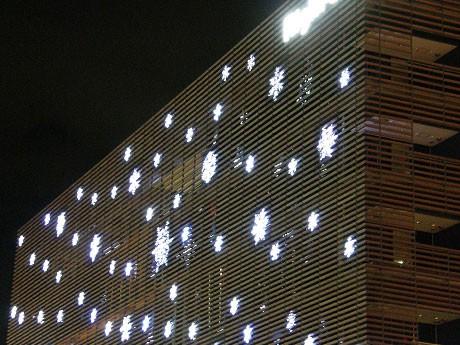 ライトオン本社ビルの「雪の結晶イルミネーション」