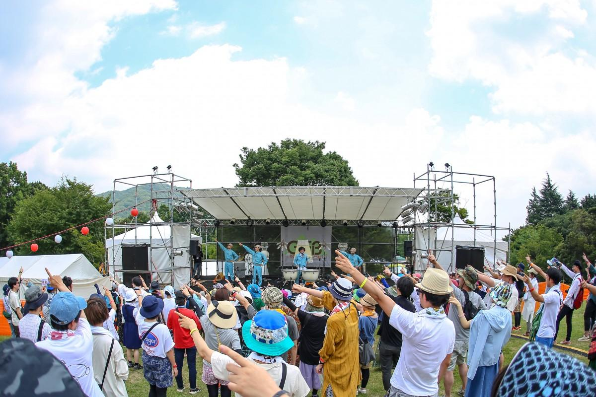 ステージの様子。毎年30組以上のアーティストが出演する。