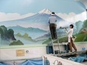 上野の銭湯「寿湯」、銭湯絵塗り替えを公開-絵師・中島盛夫さん描く