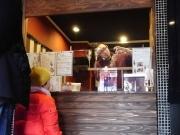 千駄木のあめ細工店が開店半年-ホワイトデーに向けにぎわい