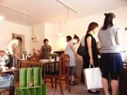 千駄木に明治・昭和の古道具店-国立の古道具店で修行し独立