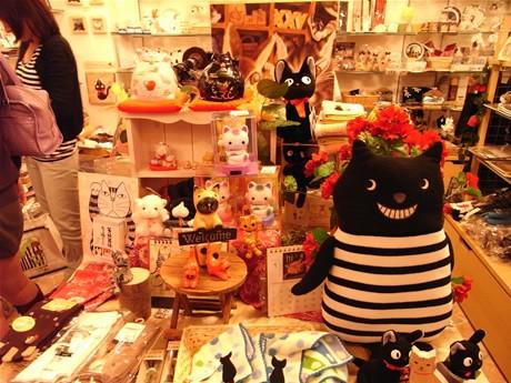 谷中に猫グッズ専門店「のら」-猫撮影で谷中に通う店主が松戸から移転