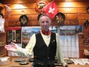 スイスカフェ「シャレースイスミニ」が13周年-ログハウスで谷中の定番に