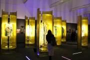 東京芸術大学美術館で「フェンディ」展-毛皮職人の実演展示も