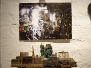 全焼したアンティークショップ「EXPO」、焼け焦げた愛すべき品々を展示