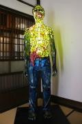 根津のギャラリーで「ゾンビ展」-「美しいガラスでおぞましいゾンビ表現」
