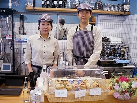 千駄木にマフィンと自家焙煎コーヒー店「az cafe」 叔母とおいで開店