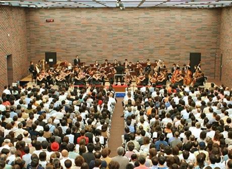 ©T.Iijima 大阪弁護士会館2階ホールのオープニングコンサートは、大阪フィルハーモニー交響楽団と大阪音楽大学管弦楽団が共演