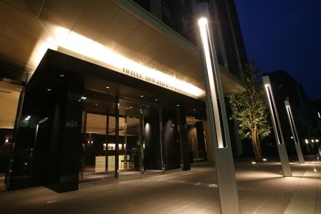 ホテル南側に位置するエントランス