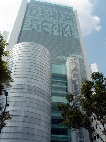 8月5日に竣工式が行われたブリーゼタワー。上層部には「OSAKA GENKI」の文字も。