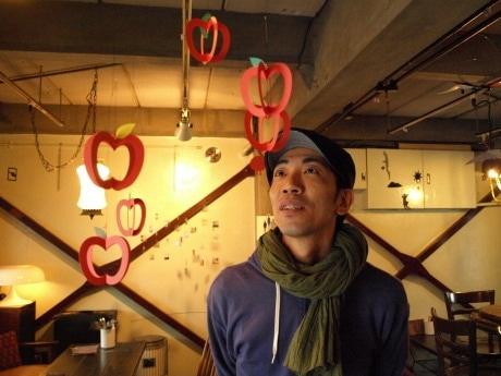 モビール作家のいろけんさん。個展「ユラリズムvol.5」を中津のカフェ☆印で開催