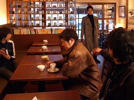 第2話の撮影初日は、フジオ珈琲与力町店の店内で行った