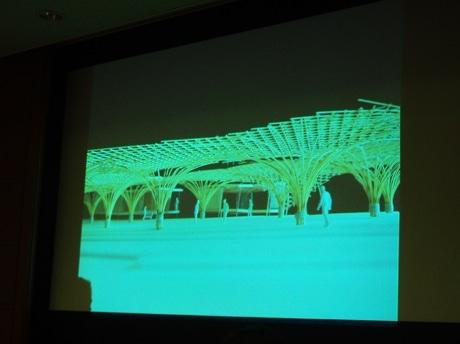 中之島公園には、竹を使ったオブジェに覆われた広場ができる