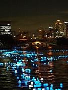 大阪市内を流れる大川で「天の川」再現-LED放流イベント