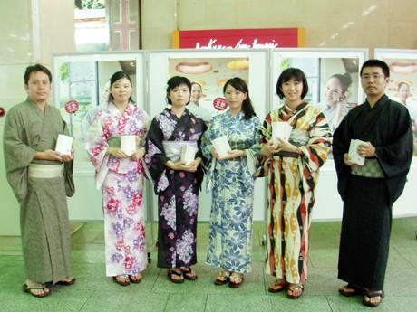 CO-BIGMAN前でPRをした阪急電鉄やグループ会社の社員たち