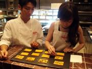 西梅田のフレンチでアートとディナーのコラボ企画-店全体を美術館風に